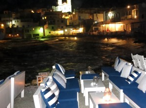 You really are right on the waterfront at the outdoor bars in Paros.