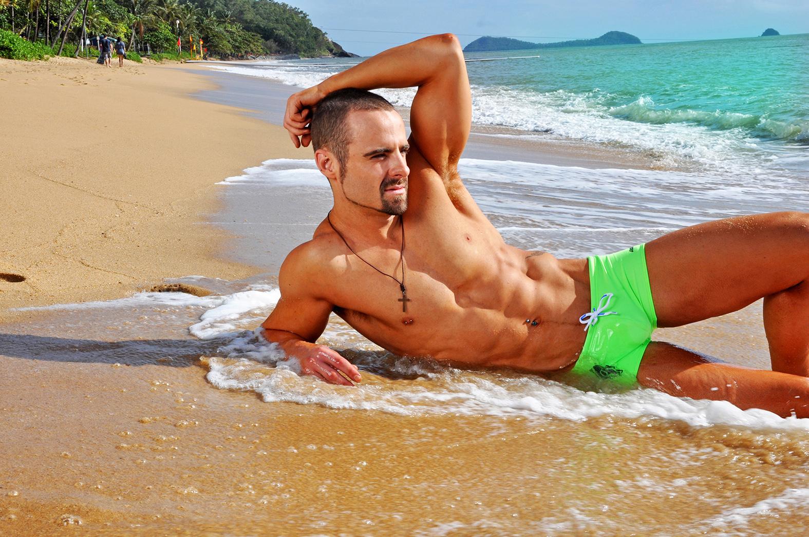 стоял, фотоподборка красивых парней на пляже групповой три